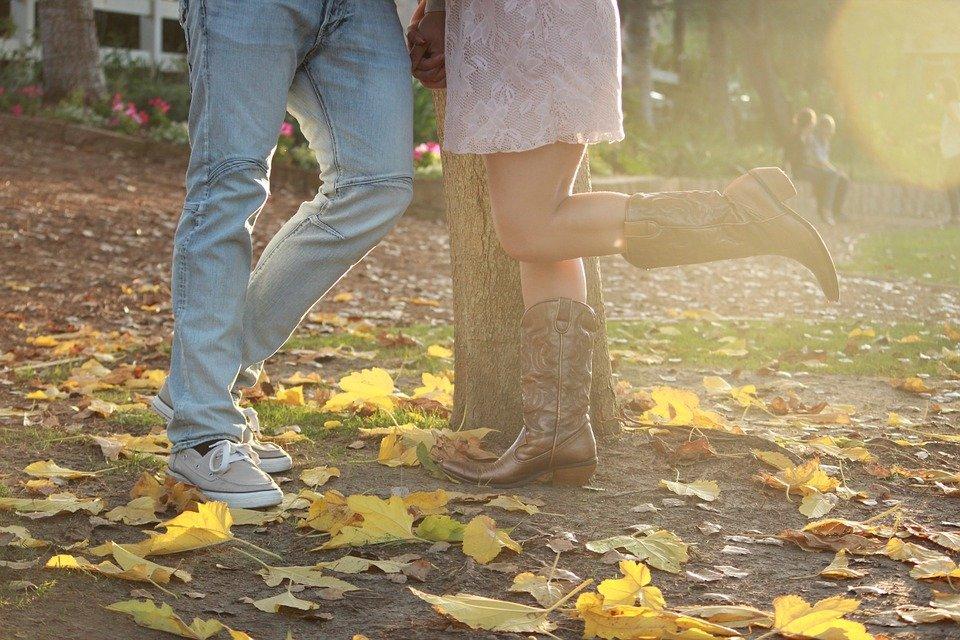 愛情表現は求めずに感じろ!男性が本気の女性に見せる特別な行動7選