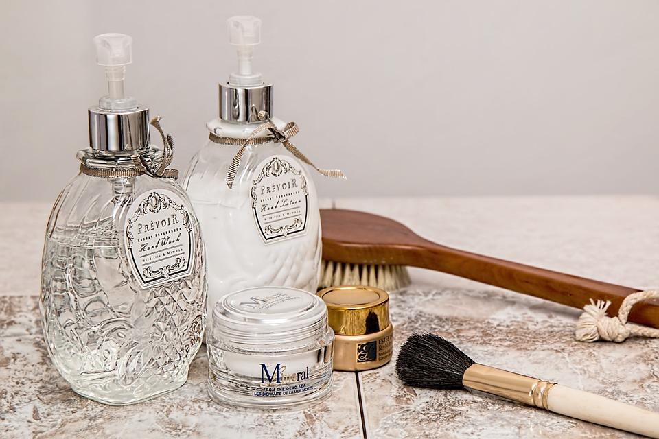 《コスパ重視のプチプラから贅沢美白まで》夏に使いたい化粧水10選