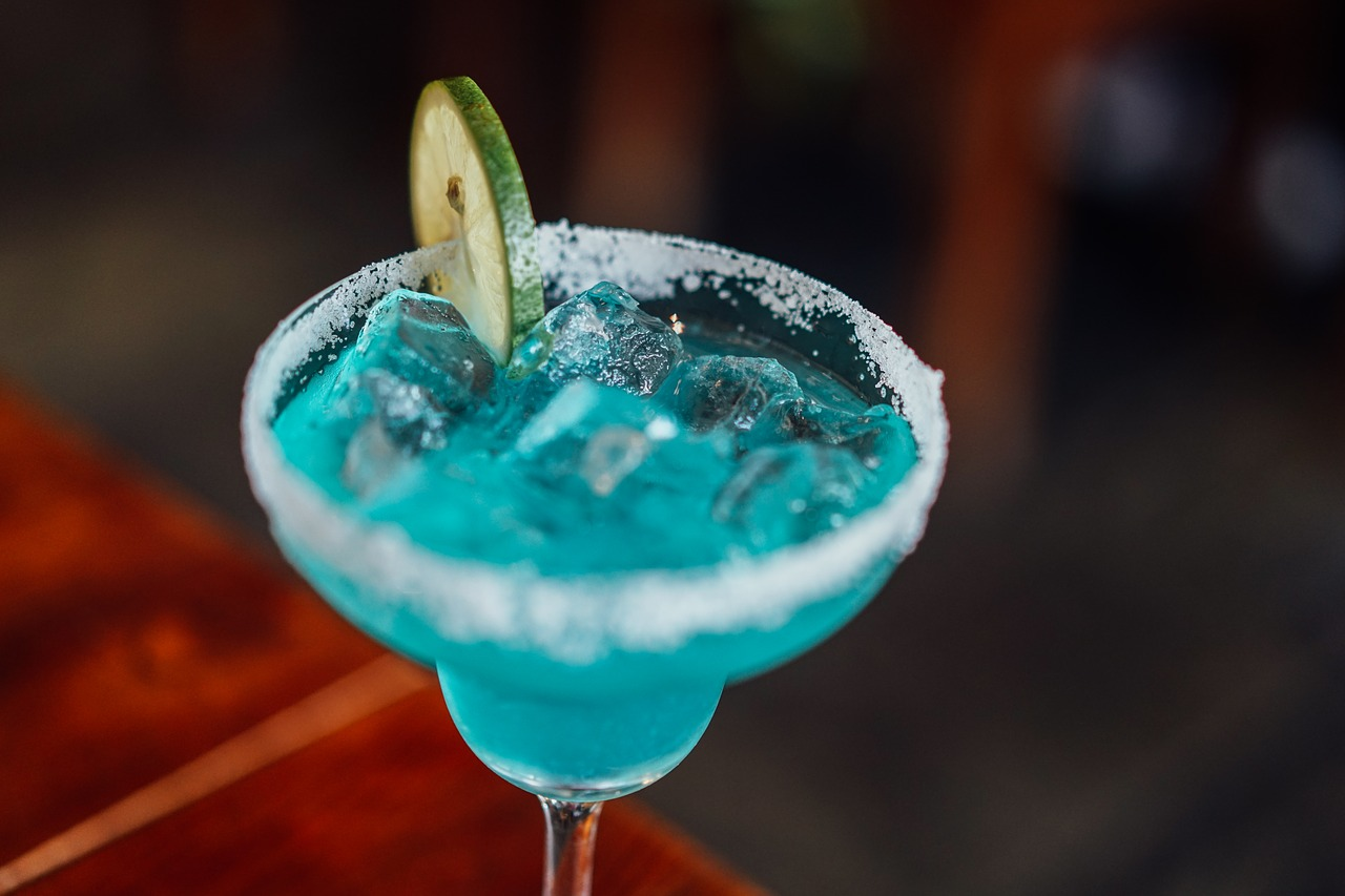 ロングアイランドアイスティーは×男性が勧めるこのお酒は危険!