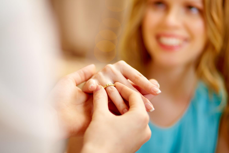 女性の理想のシチュエーションは?憧れのプロポーズのされ方大調査♡