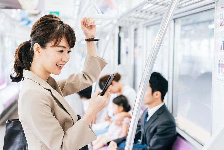 通勤中の暇つぶしにも♪女子におすすめスマホゲームアプリ5選