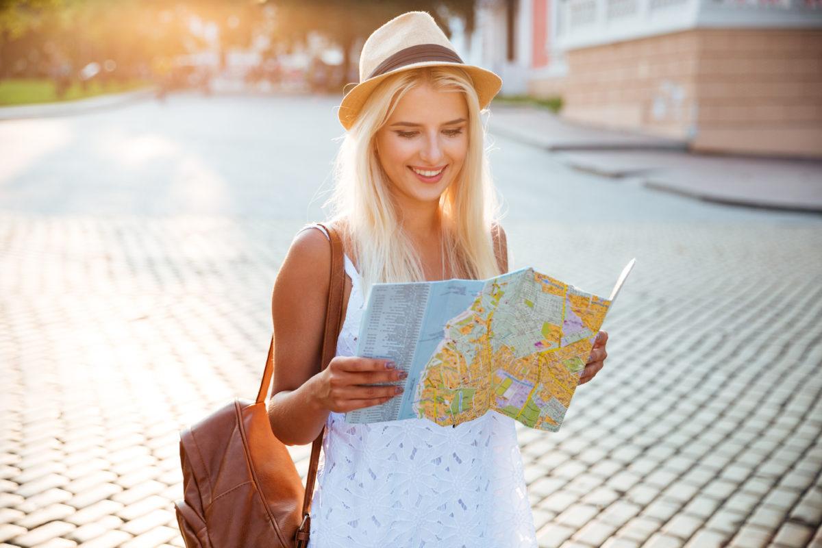 飛行機やバス移動に着圧タイツは危険?旅行を快適にする便利グッズ