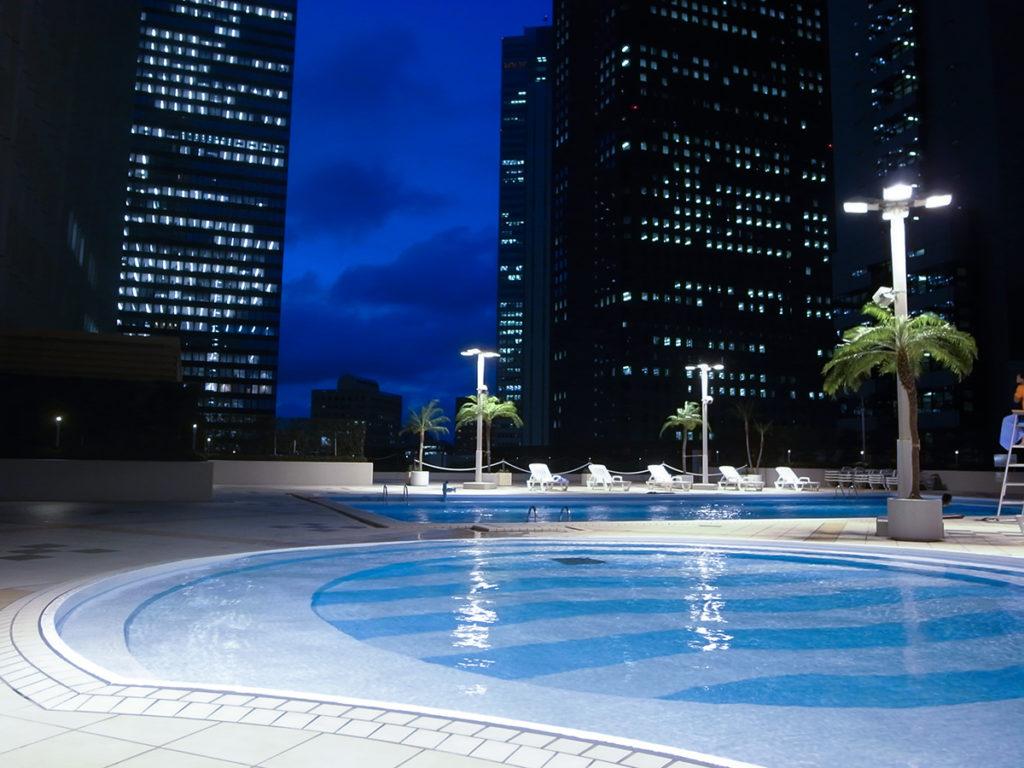 京王プラザホテルナイトプール