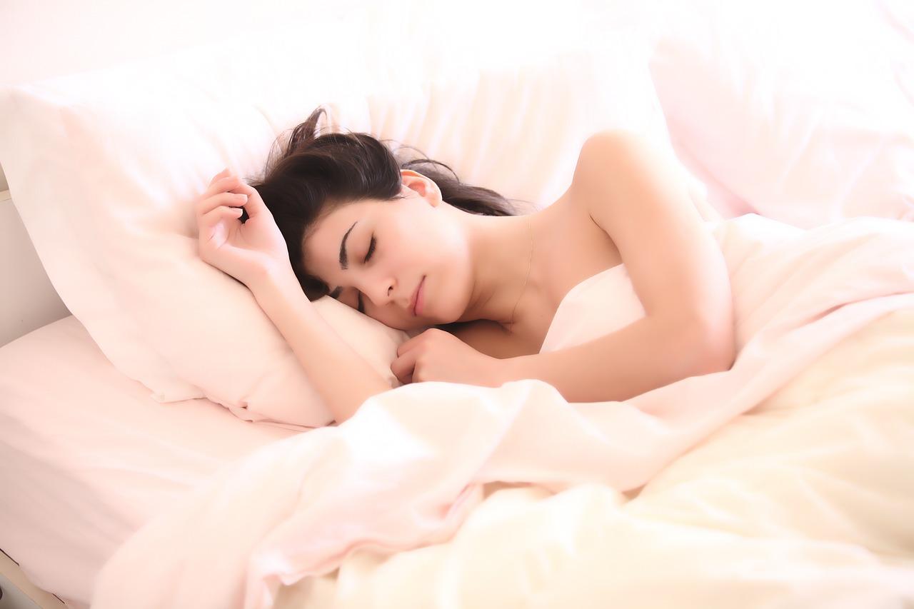 寝る間もダイエット!夏までに効果的に痩せる方法5選